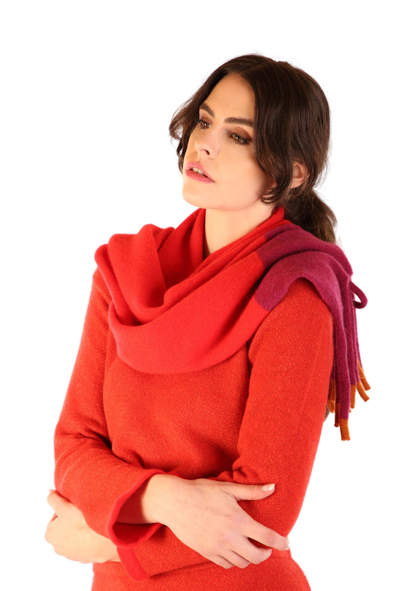 Fringed scarf Scarlet1