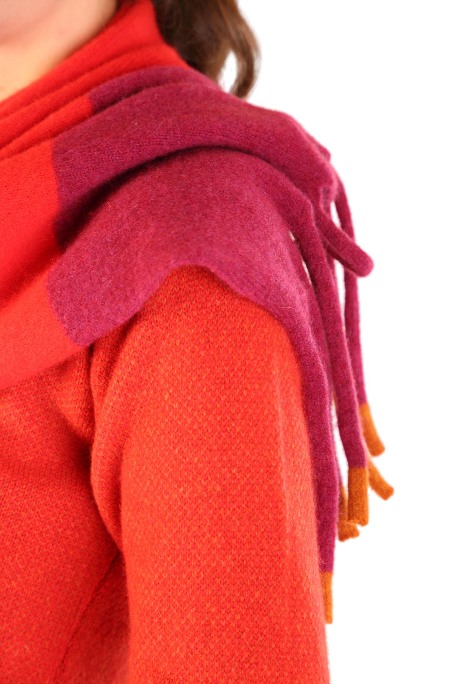 Fringed scarf Scarlet3